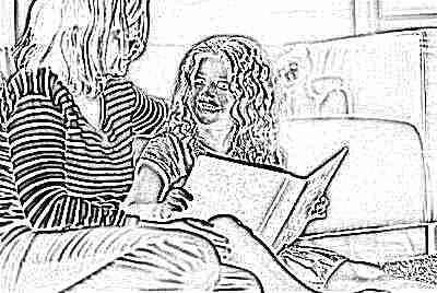 Мама и ребенок читают книжку
