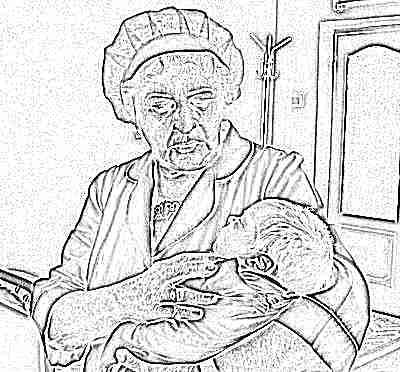 Новорожденный в роддоме у акушерки