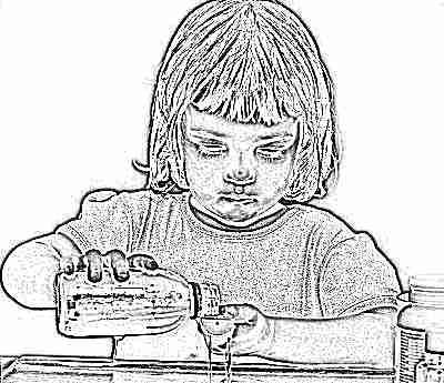 Сироп от кашля девочка наливает в мерный стаканчик