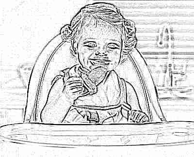 Ребенок ест грушу в ниблере