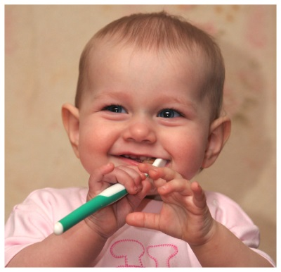 Крошатся передние зубы у ребенка 2 года