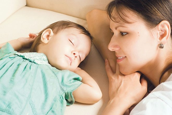 У ребенка один сон до обеда thumbnail