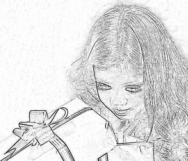 Девочка получила подарок 90