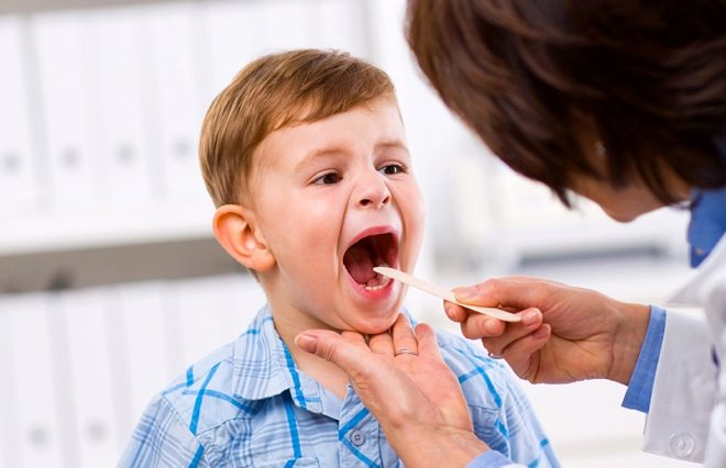 У ребенка гланды и температура